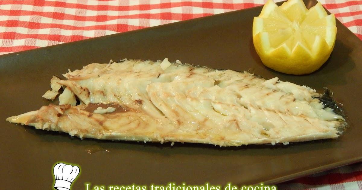 Receta f cil de lubina a la sal recetas de cocina con for Salsa para lubina a la sal