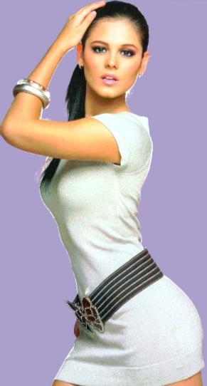 Allison Lozano posando con cabello recogido