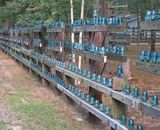 desain pagar unik dengan keramik hijau