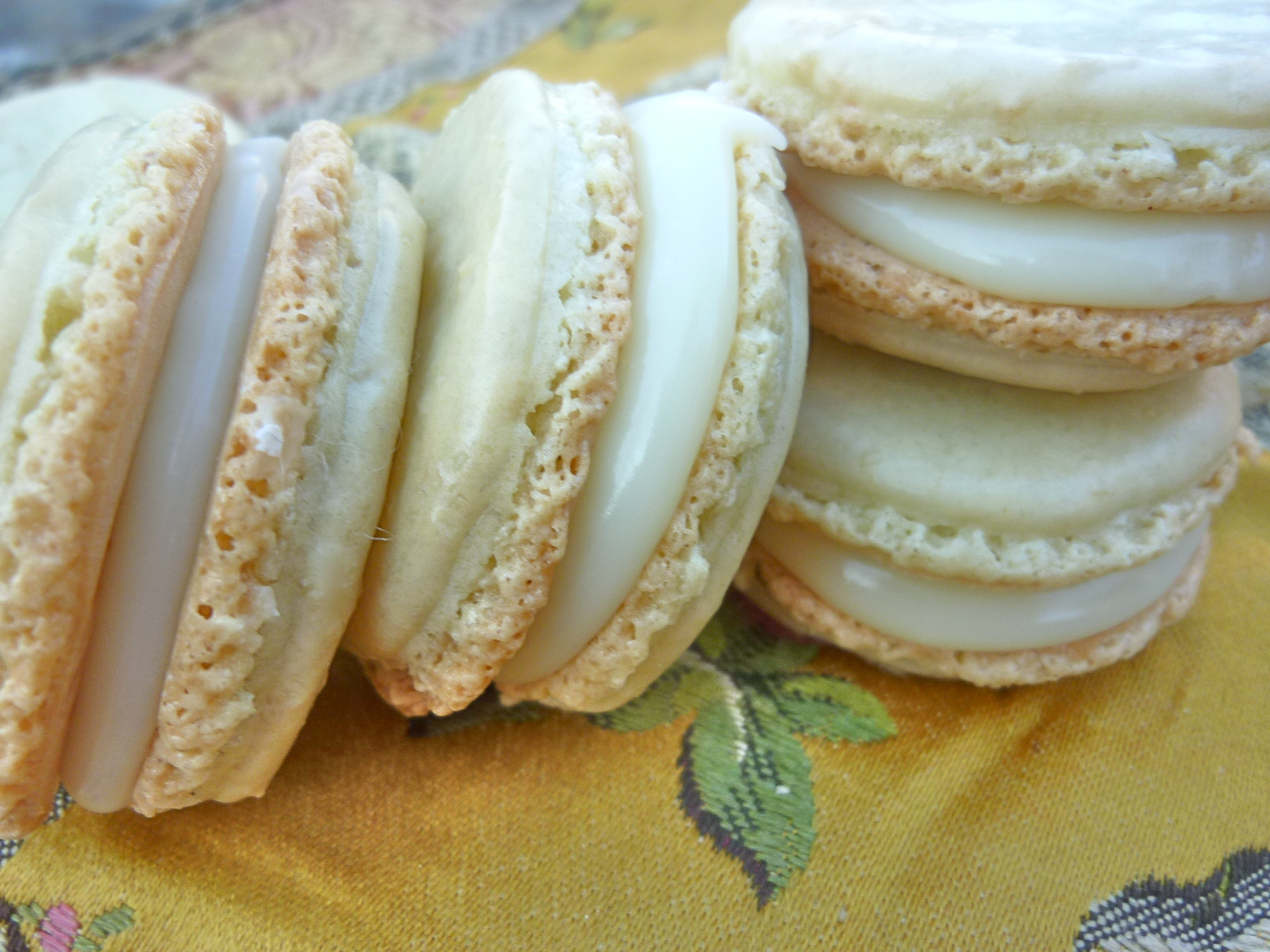 ... Mad Hausfrau: Wasabi Macarons with White Chocolate Ganache Filling