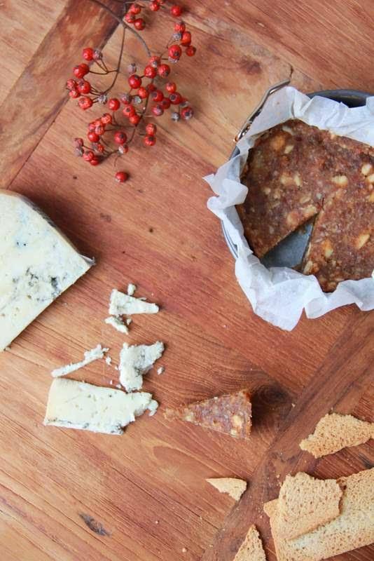 Dadelbroodje met amandelen - www.desmaakvancecile.com