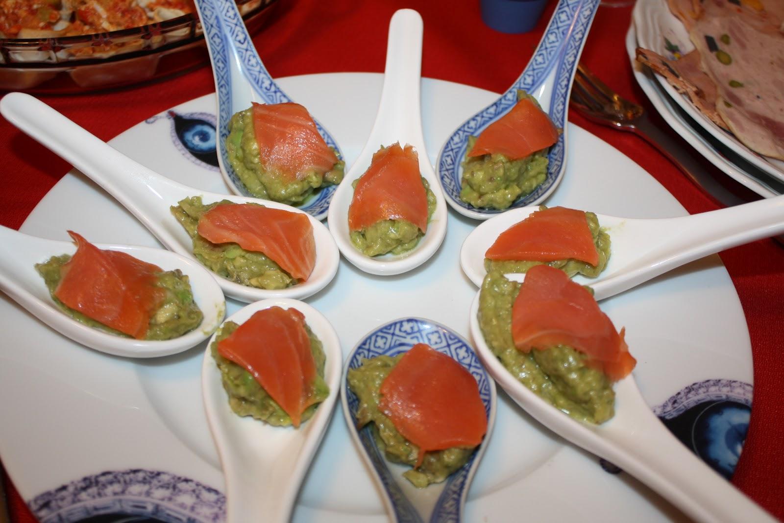 Chup chup en la cazuela cucharita de salmon y guacamole - Aperitivos de salmon ahumado ...