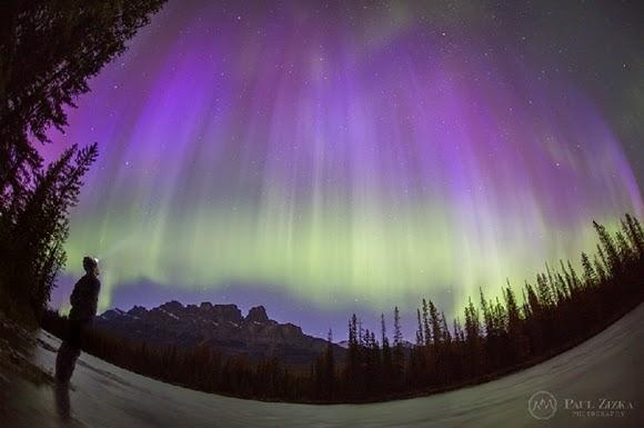 Aurora Ungu-Hijau Memukau di Langit Kanada
