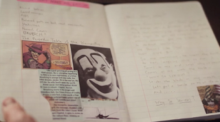 """No vídeo, aparece a estatueta póstuma do Oscar, que Heath ganhou por sua atuação no filme, em 2009. Kim Ledger abre o Joker's Diary e explicou como era a rotina para construção do Coringa. """"Ele se trancou em um hotel e em seu apartamento, por um mês ou mais, com o intuito de dar vida o seu próximo personagem em sua própria mente. Isso era típico de Heath em qualquer filme. Ele certamente iria mergulhar no próximo personagem"""", disse."""