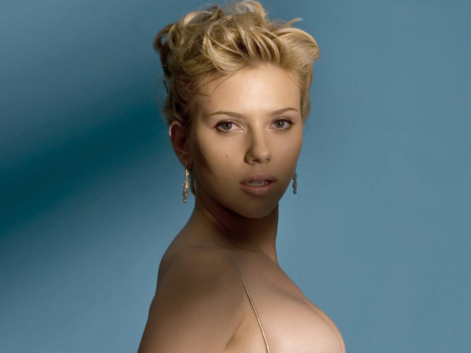 http://4.bp.blogspot.com/-mBdY--Sx84E/Tr1Hu7VBe-I/AAAAAAAAJDs/77J-wvO6HK0/s1600/Scarlett_Johansson_Wallpapers_GORGEOUS_BODY.jpg