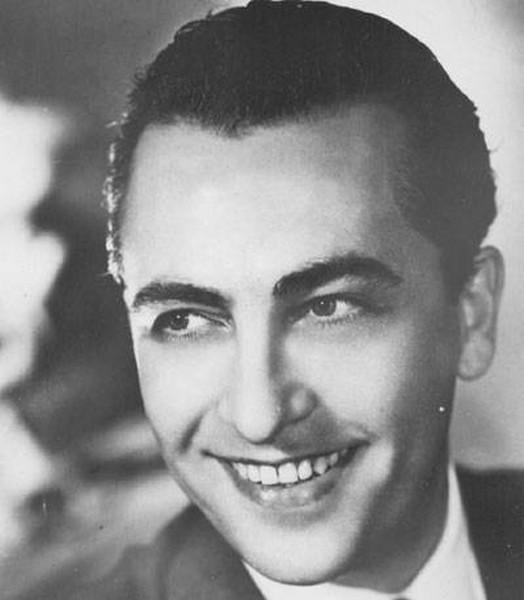 Hugo del Carril sonriendo de joven