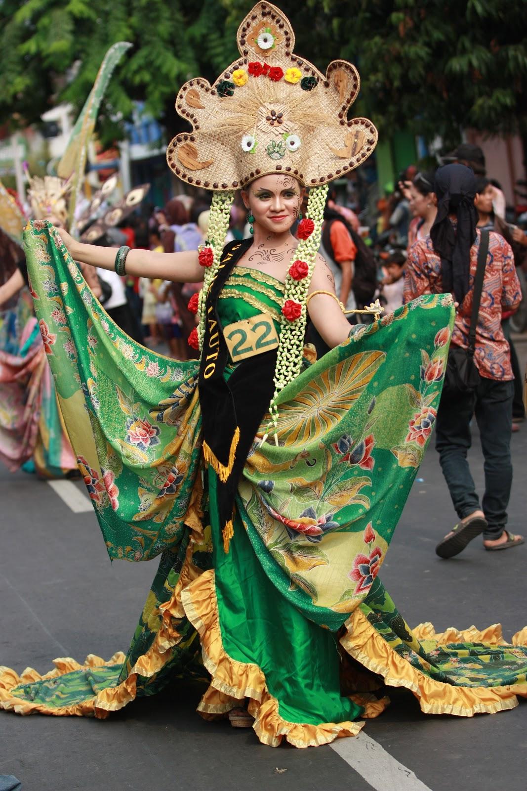 Karnaval Batik Festival kostum karnaval batik pekalongan 2014 - dunia ...