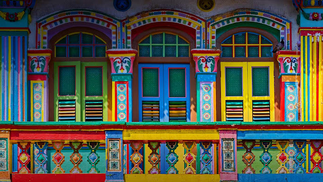 Colorful façade of a building in Little India, Singapore (© Blue Sky Studio/Shutterstock) 683