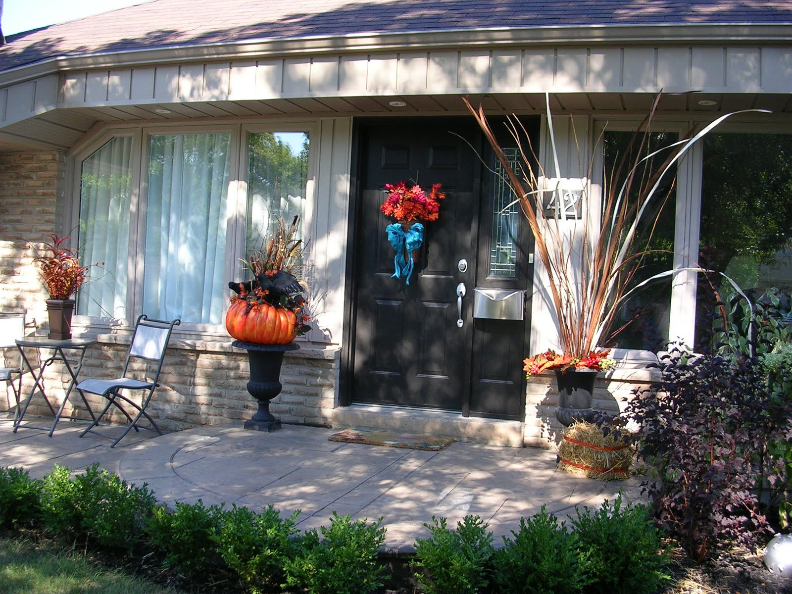 Janlynn sewmore fall outside decor for Fall decorations for outside the home
