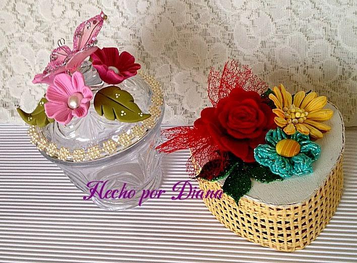 Alhajero en forma de corazón decorado con flores de distintos