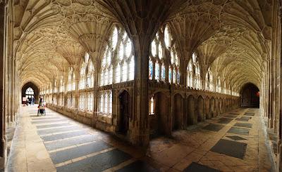 Pasillos del claustro de la Catedral de Gloucester