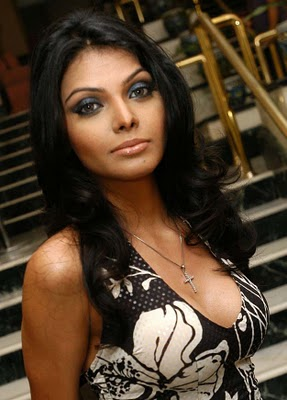 shrelyn-chopra-sexy-boob-show