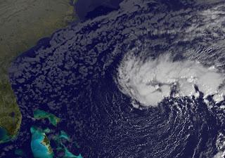 Atlantik aktuell: System 98L (potenziell außertropischer Sturm SEAN) südwestlich von Bermuda entwickelt sich, Satellitenbild 7. November 2011