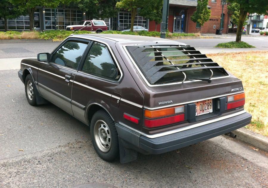 OLD PARKED CARS.: 1982 Honda Accord LX.