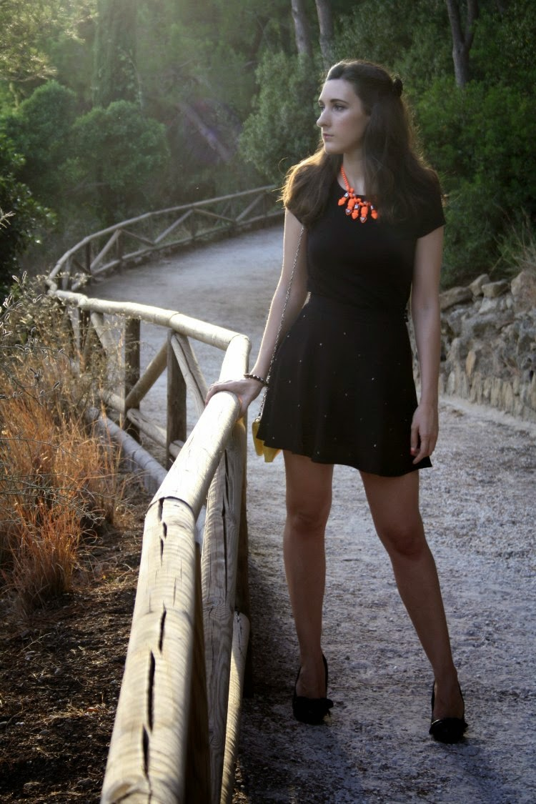http://crisisbeauty.blogspot.com.es/2014/08/ootd-fancy-necklace.html