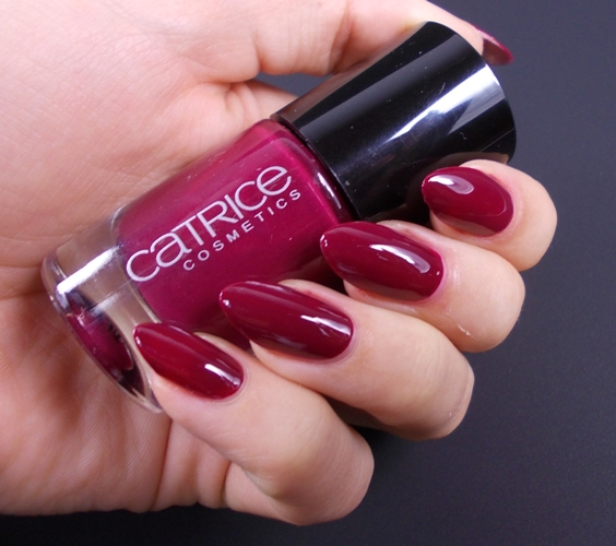 Catrice It's a very berry bash swatch
