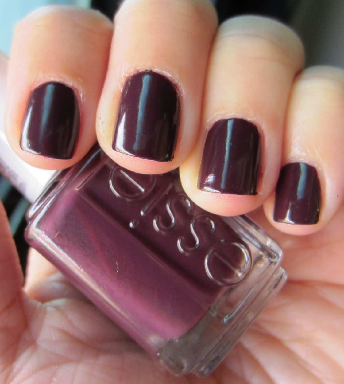 Liz Hearts Beauty!: Essie Nail Lacquer in Carry On