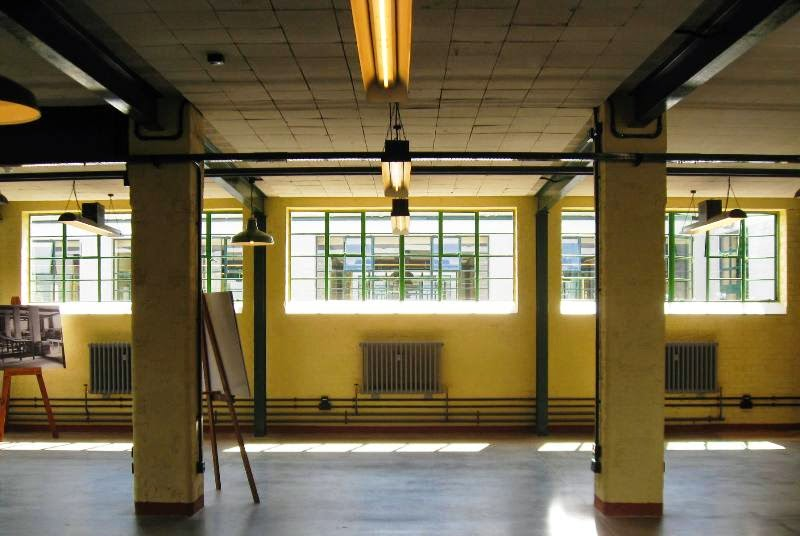 Empty barrack with columns, beams, paned windows