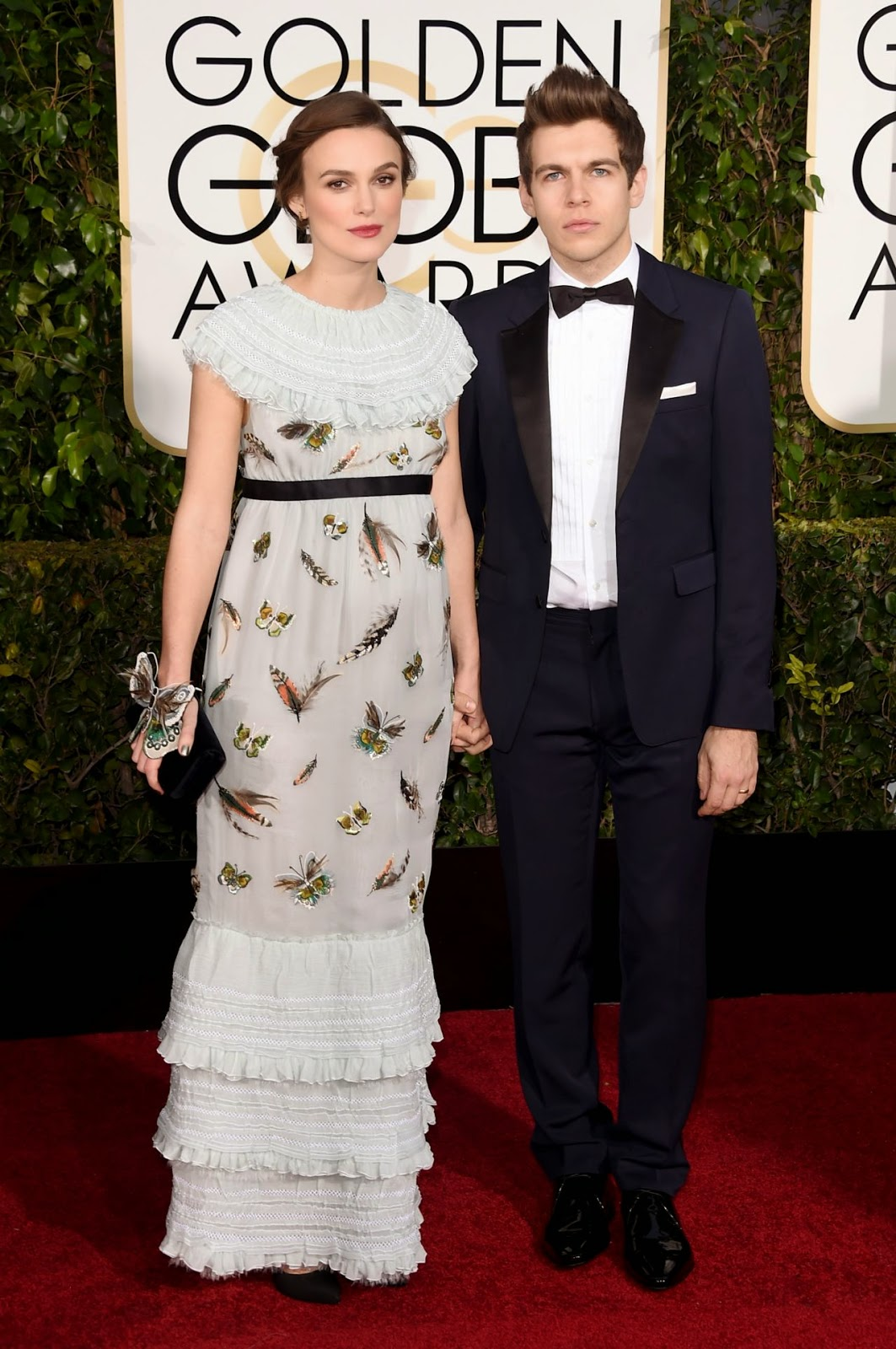 Keira Knightley flatters baby bump in Chanel at the 2015 Golden Globes