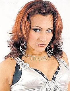 Cynthia Macedo con una mirada que derrite