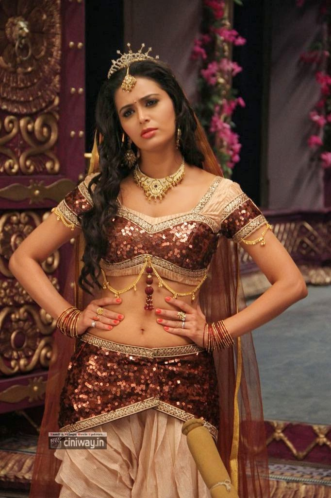 Thenaliraman Heroine Meenakshi Dixit Stills