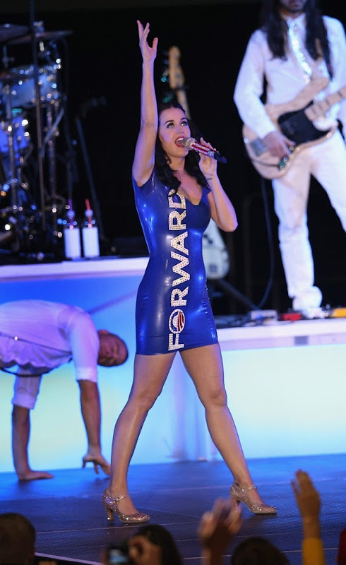 Katy Perry performs at a campaign rally for President Obama in body tight blue dress