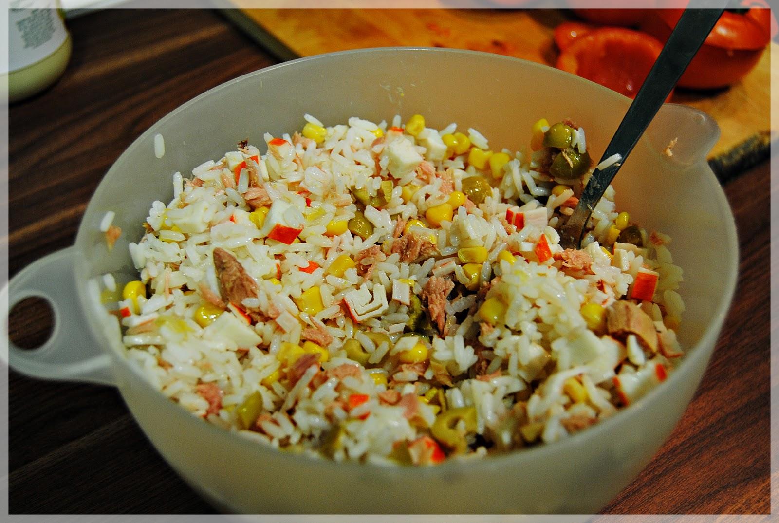 A comer cosas ricas tomates rellenos de ensalada de arroz - Ensalada de arroz y atun ...