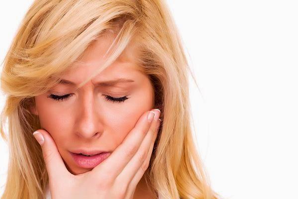 علاجات منزلية سريعة المفعول للتخلص من آلام الأسنان والتهابات اللثة