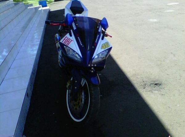 Modifikasi Vixion YZF R125 Fiat MotoGP title=