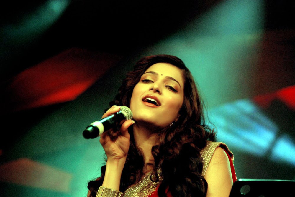 Sruthi Hassan Singing in Ilayaraja's Music
