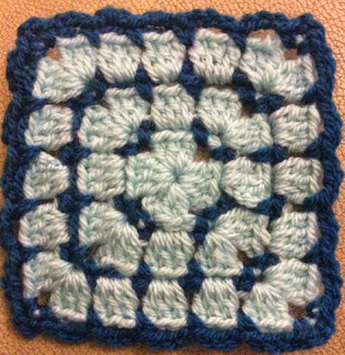 http://translate.google.es/translate?hl=es&sl=en&tl=es&u=http%3A%2F%2Floopyfreakwithalist.wordpress.com%2Fpatterns%2Faligned-granny-square%2F