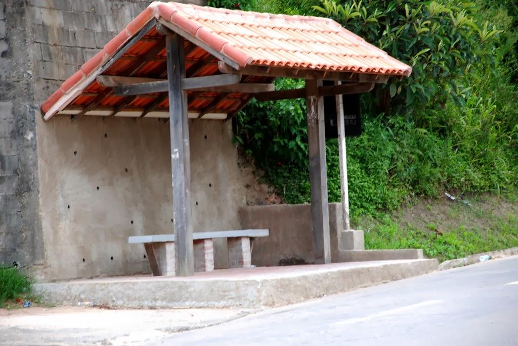 Ponto de ônibus totalmente reformado em Vieira