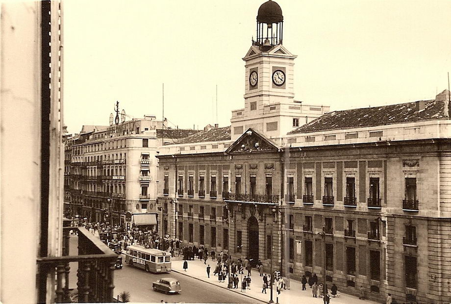 Madridimas el madrid antiguo for Fotos reloj puerta del sol madrid