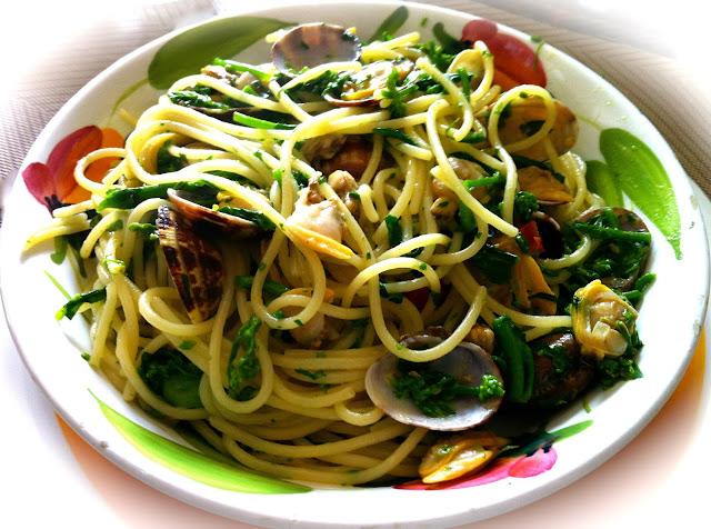 Spaghetti_with_clams_turnip_greens