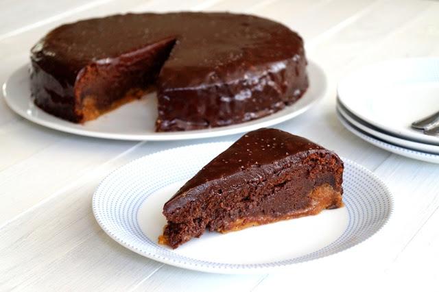 Delikatnie słone ciasto karmelowo - czekoladowe