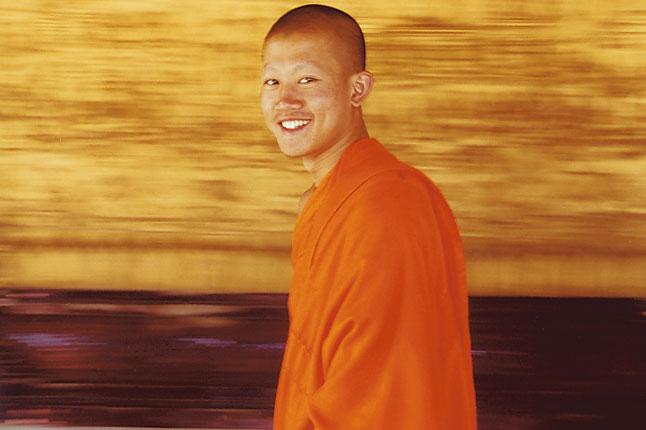 Monge sorrindo