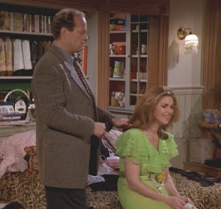Frasier helps Roz put herself together