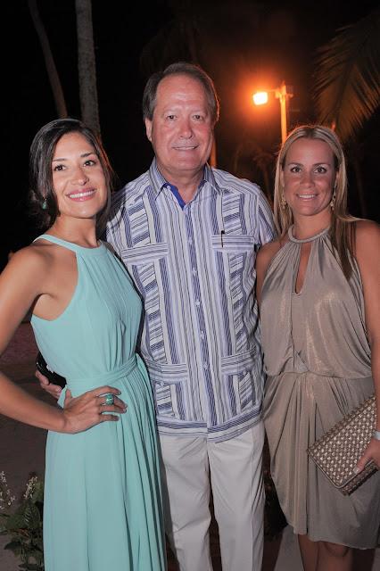 Gimena Pasauri, Dr. Mario Mendez and Maria Vila.