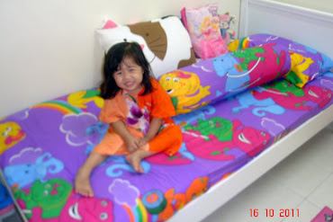 Maira with her Frens...BARNEY...
