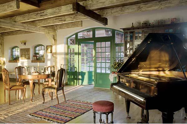 salon comedor con piano