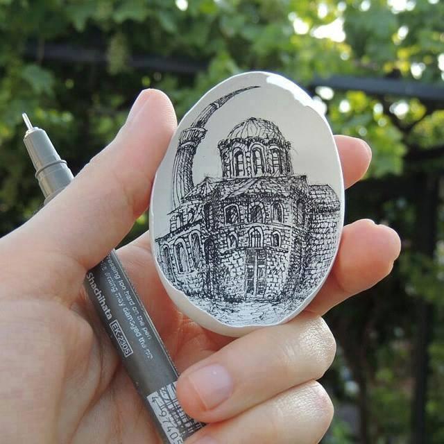 cukup sulit untuk membuat lukisan diatas kulit telur
