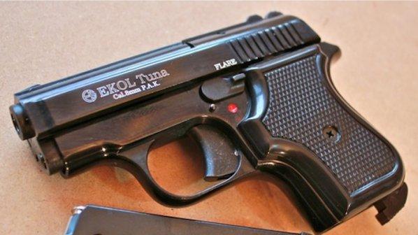 Октай Енимехмедов е използвал газов пистолет EKOL VOLGA, който е бил зареден със звукови патрони