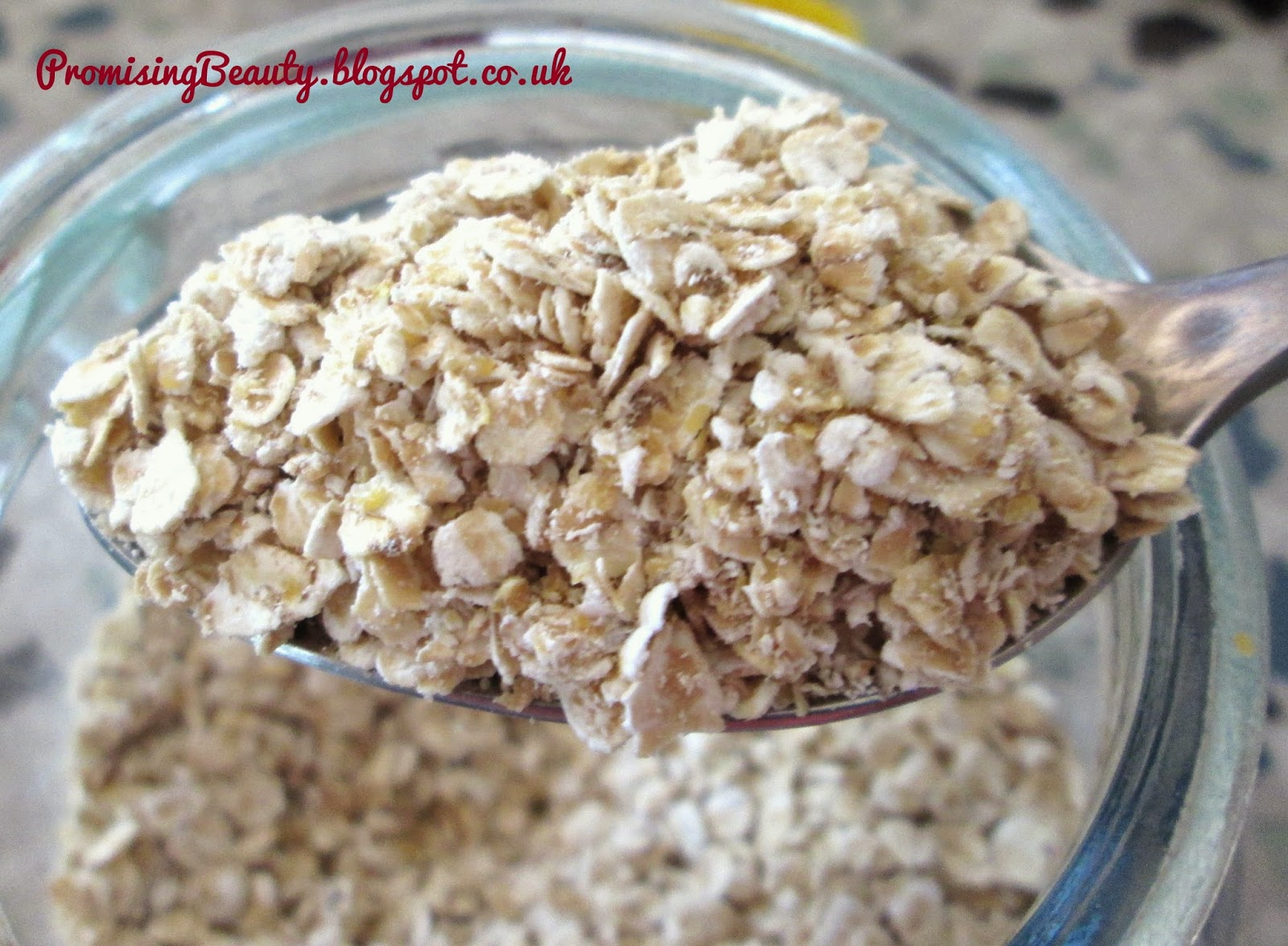 Natural cleanser from the kitchen cupboard. Oats or oatmeal or oat flour. Spoonful of oats for DIY beauty cleanser. Calming and anti acne