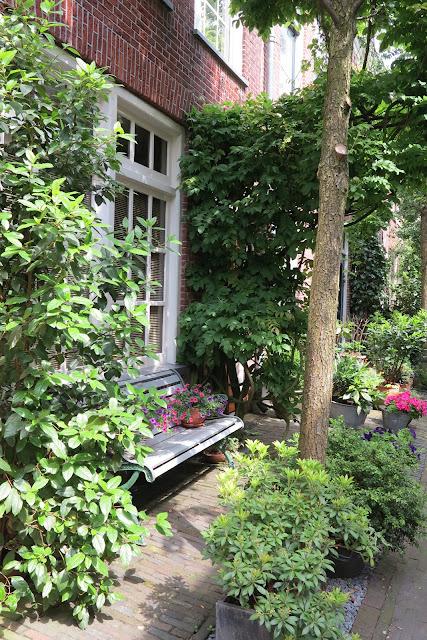 container garden, bench, flowers, Haafner, Haarlem, urban garden