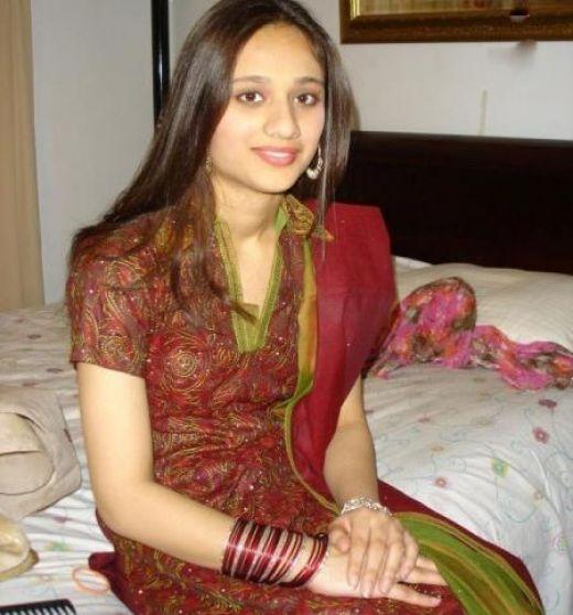 SPECIAL DESI GIRLS: Pakistani Beautiful Girls Are Showing
