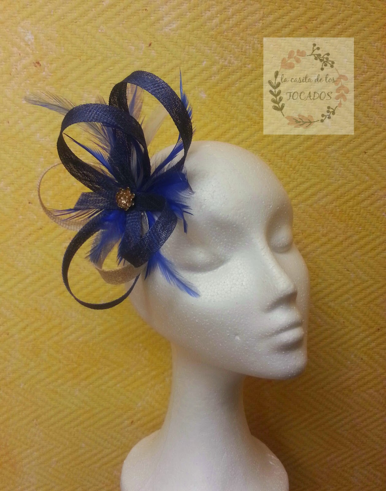 tocado elegante para boda a buen precio en colores azulón y beige versátil con cualquier peinado