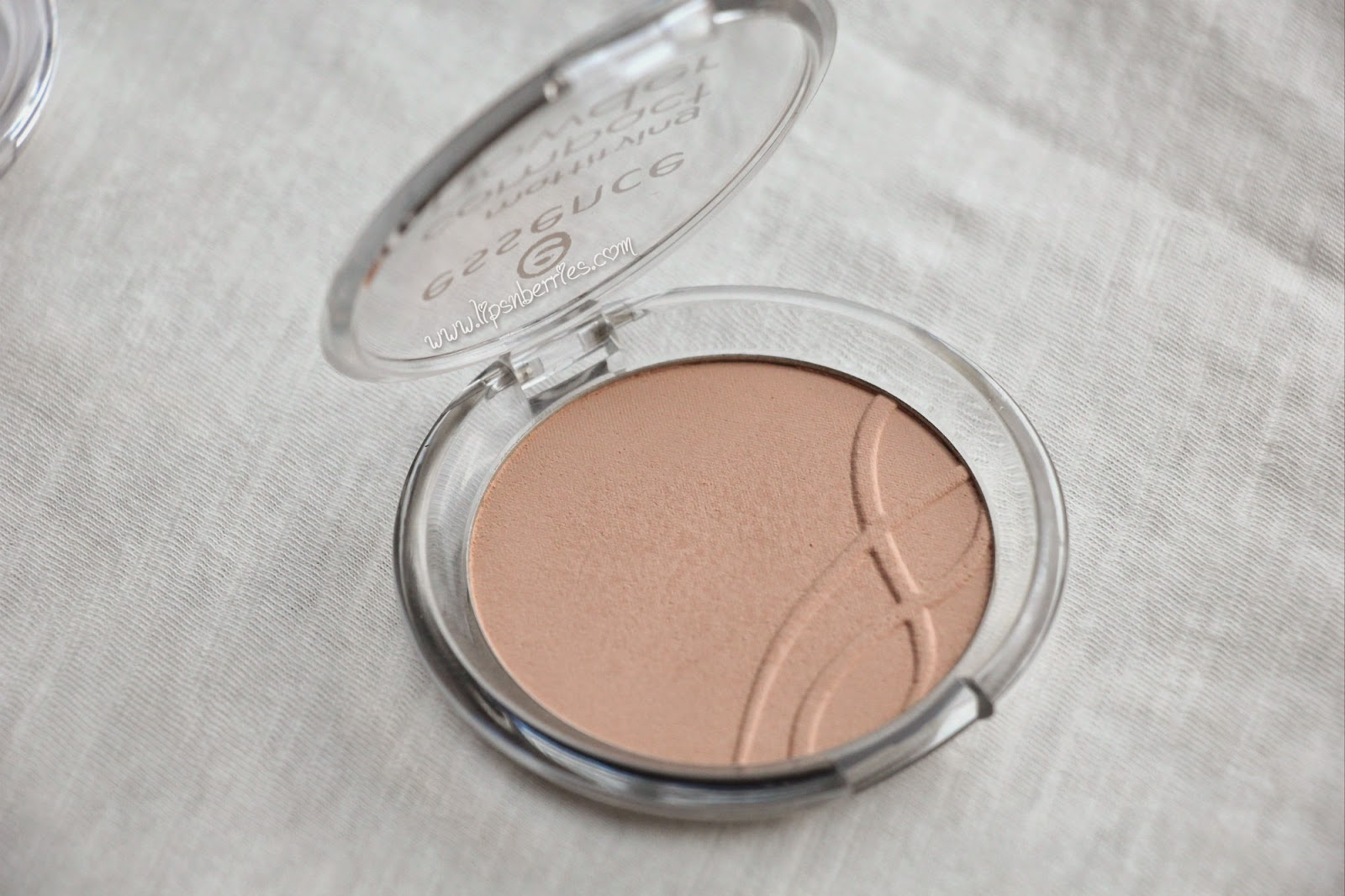 Essence mattifying compact review