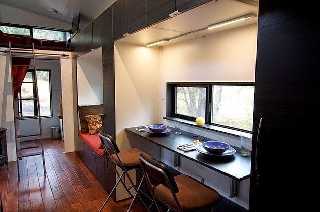 Dibangun di atas dek Trailer datar lengkap dengan roda Rancangan Rumah Kayu Portable Kecil Unik