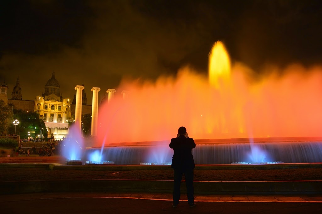 Barcelona by night Picture Man