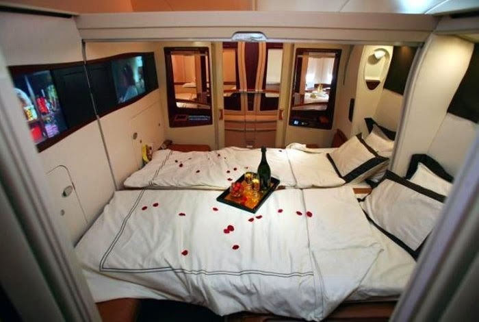 Airbus A380 interior picture from Singapore AirlinesEmirates First Class A380 Suite
